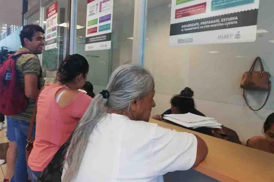 """Benefician a 3 mil vallartensesmás con el programa """"Mi Pasaje"""""""