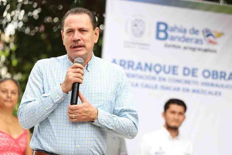 Aprueban en Bucerías a Jaime Cuevas Tello a 2 años de gobierno