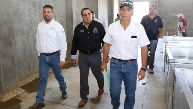 Constata Arturo Dávalos funcionamiento del nuevo rastro