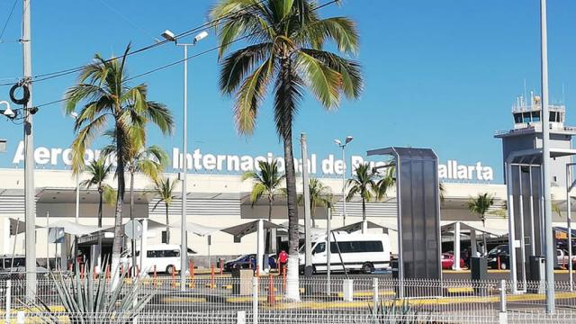 Pese a crisis, mejora llegada de pasajeros al aeropuerto de Vallarta