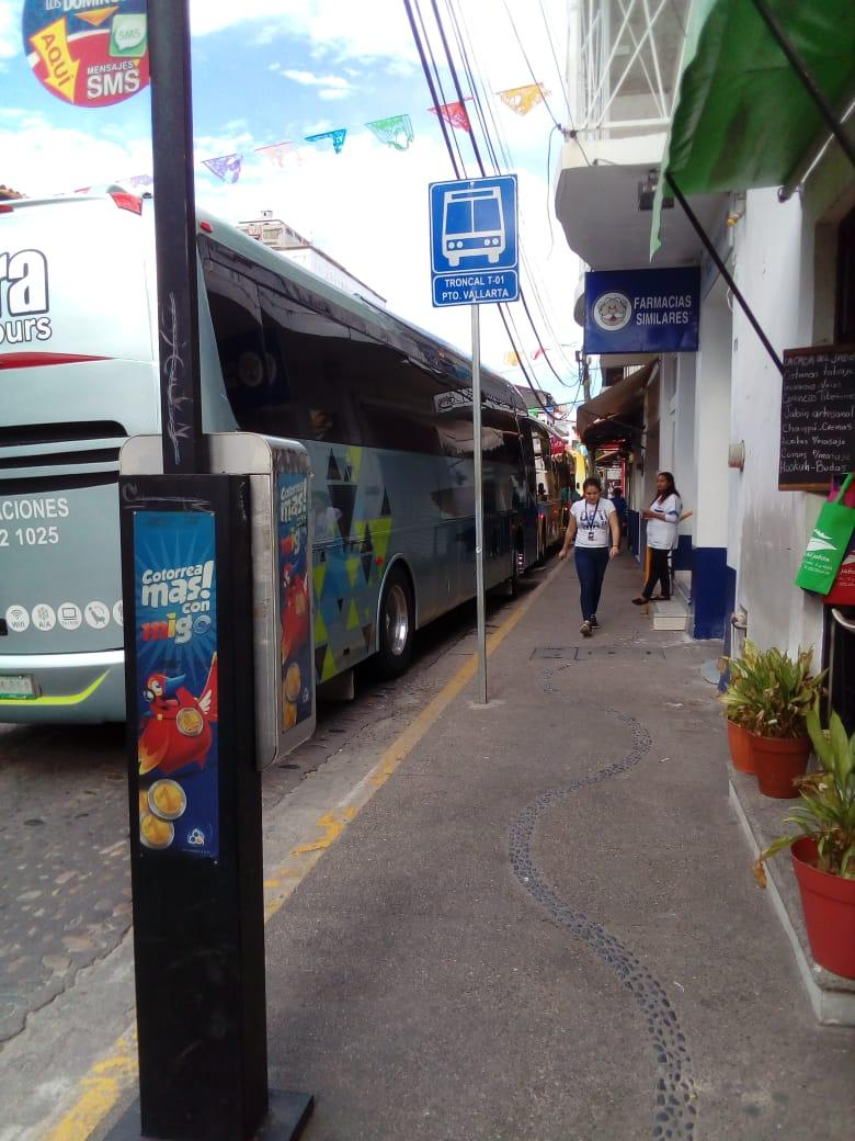 Camiones turísticos bloquean paradas
