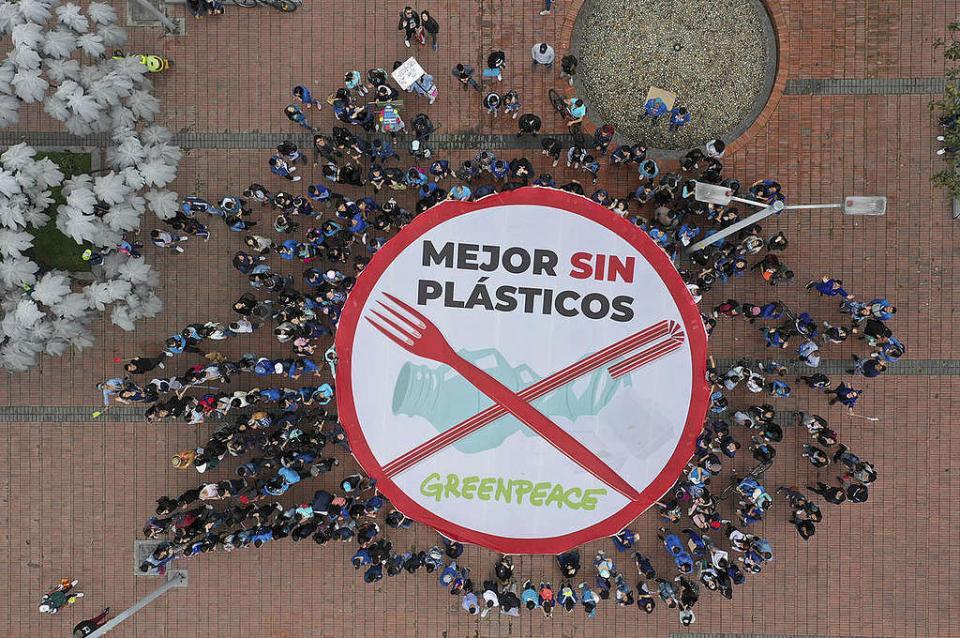 Llama Greenpeace a no ceder ante presiones de industria del plástico