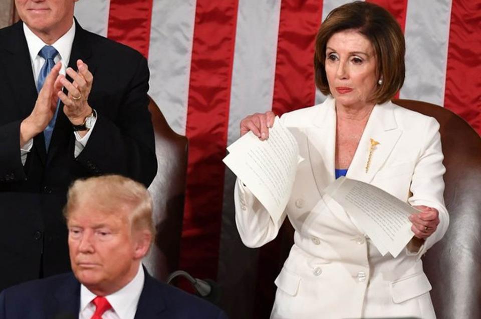 Pelosi rompe el discurso de Trump ante el Congreso