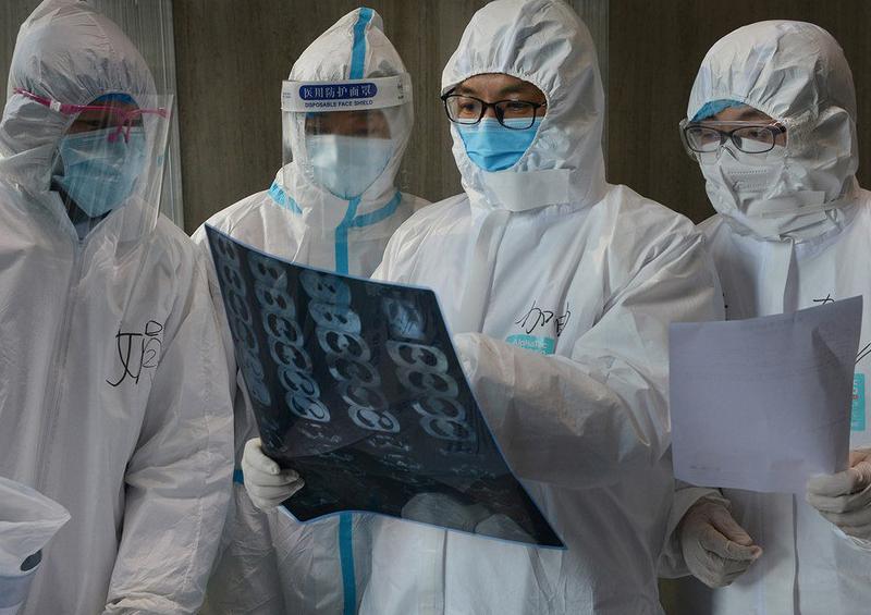 Aumentan a más de 2.300 las víctimas mortales por coronavirus