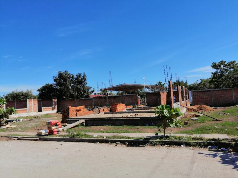 Constructora deja sin barda perimetral a escuela de San Vicente