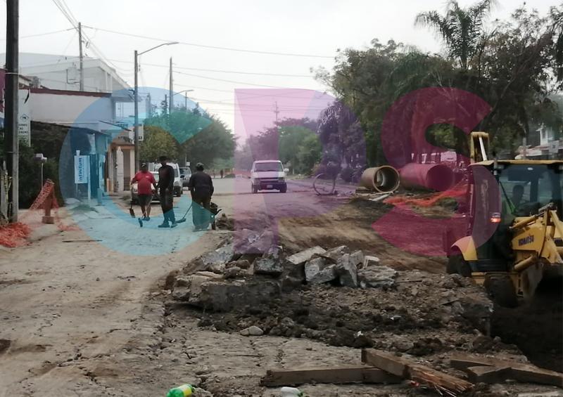 Vecinos inconformes por obras de introducción de tubería hidráulica