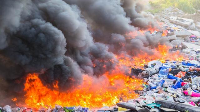 Quemar residuos daña a todos y la basura no desaparece: Greenpeace