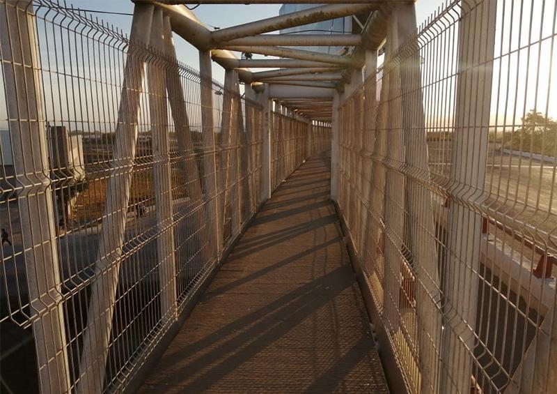 Inseguro y sucio puente Jarretaderas