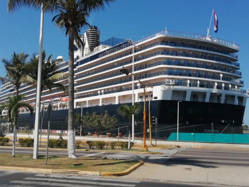 Rotterdam al rescate de pasajeros de otro crucero; podría traerlos a Vallarta