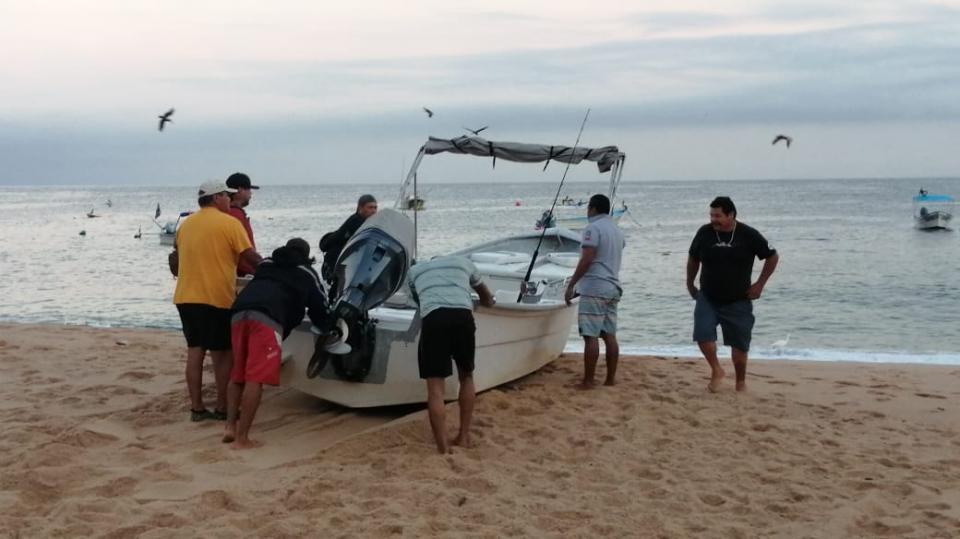 Sobreviven con la pesca comunidades como Mismaloya