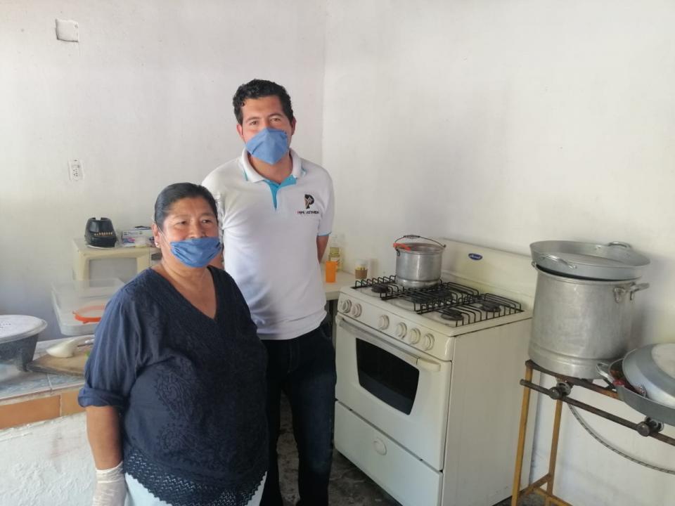 Regidor y grupo voluntario abren comedor para desempleados en San José del Valle