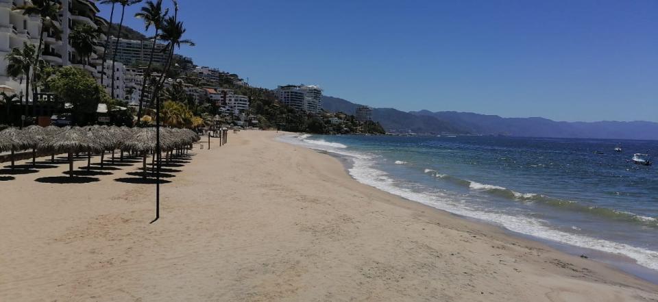 ¡Al fin! Playas de Vallarta, vacías