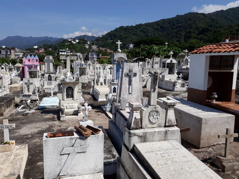 """""""Se prepara"""" Ayuntamiento con 500 fosas... habrá más tumbas que camas"""