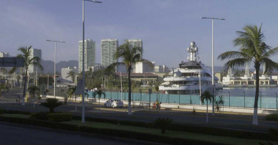 Arribó del yate Atessa IV en la terminal marítima de Puerto Vallarta