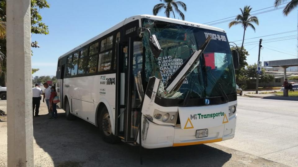Aparatoso accidente sobre carretera Estatal 544