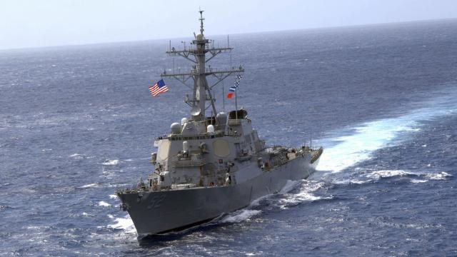 """China """"expulsa"""" un buque de EE.UU. de """"sus aguas territoriales"""""""