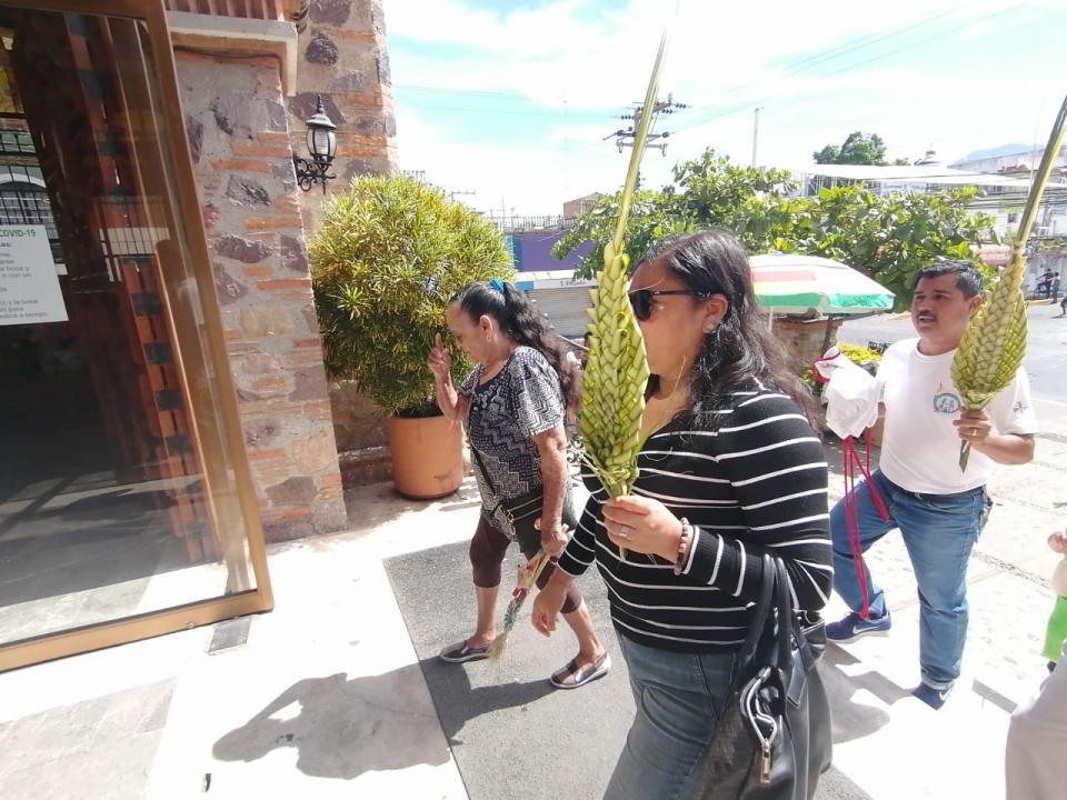 Pese a contingencia Iglesia del Pitillal abre puertas