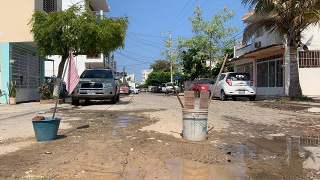Fuga de agua en espera de ser reparada en Palmar de Aramara