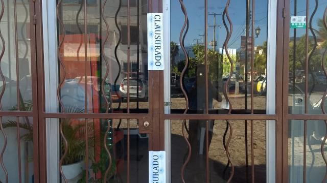 Por no respetar cuarentena clausuran 39 comercios en Vallarta