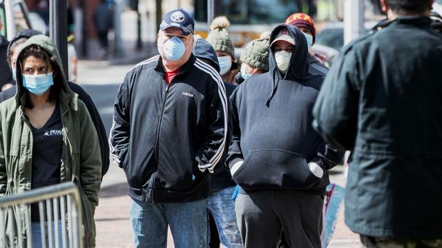 EE.UU. registra por primera vez más de 4.500 muertes en un día