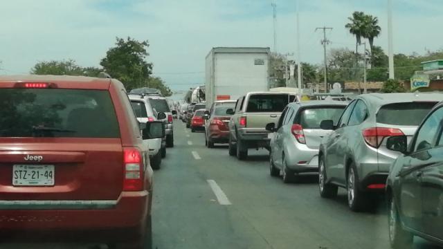 Filtros de contingencia generan caos vial en carretera Federal