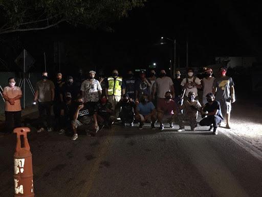 Pobladores de Sayulita impiden el paso a turistas