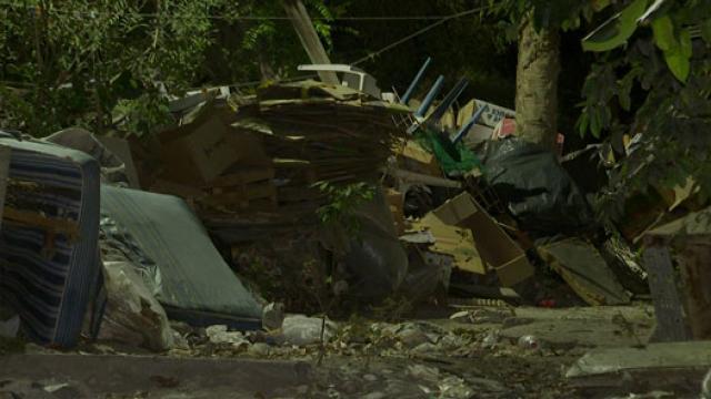Vecinos en riesgo por basurero clandestino