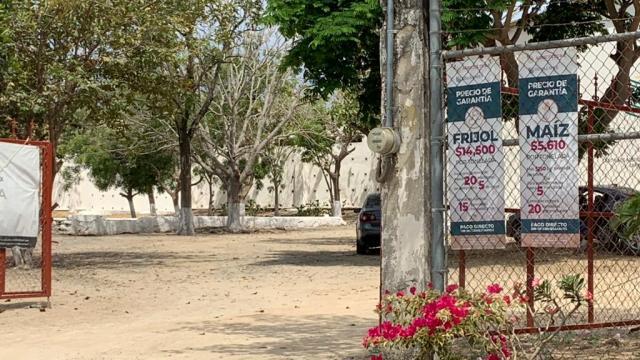 Entrada a las oficinas del centro de acopio SEGALMEX en Valle de Banderas, Nayarit