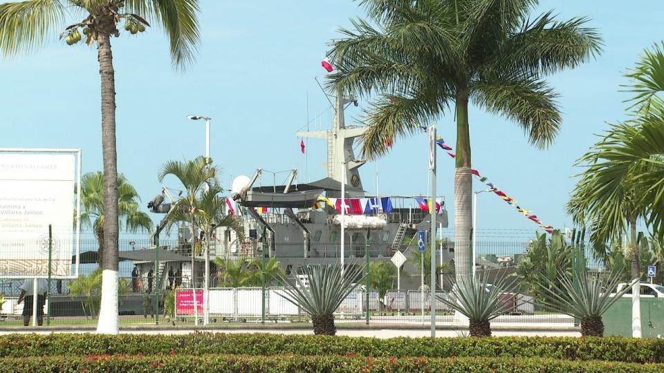 Arriba a Puerto Vallarta el buque Zapoteco