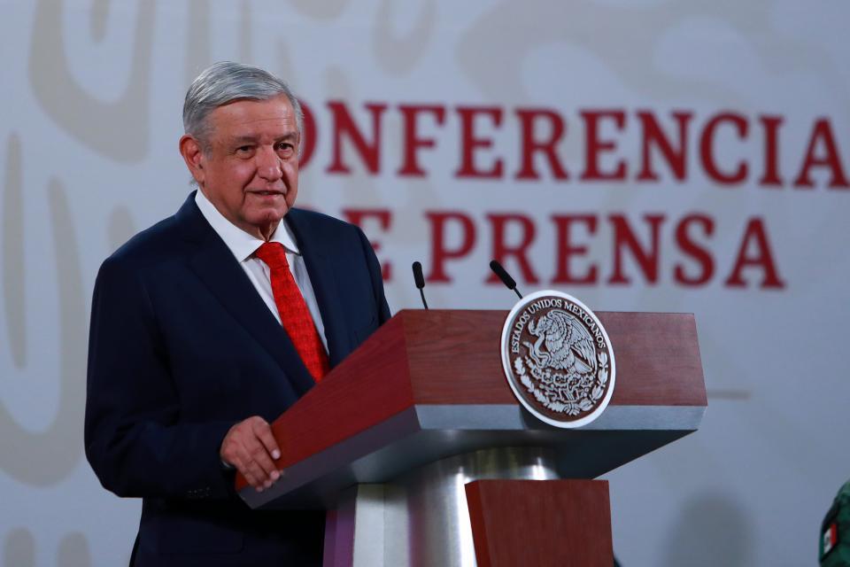 """Buscan debilitar a mi gobierno con bombardeo de mentiras"" AMLO"