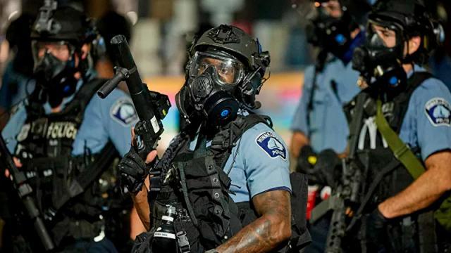 75 uniformados vigilan la casa del expolicía que mató a Floyd