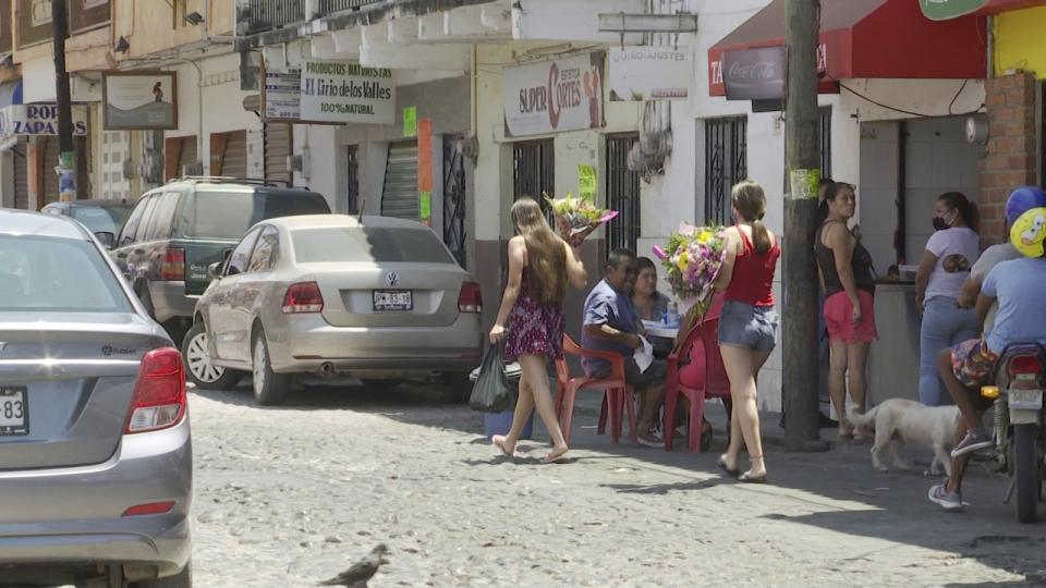 Los mariachis callaron: desangelado día de las madres en Vallarta