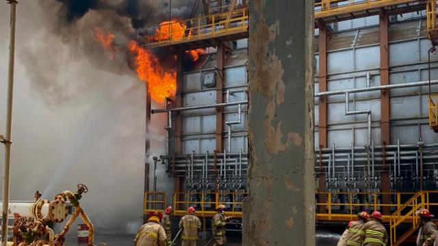 Pemex reporta lesionado por incendio en una refinería tras sismo