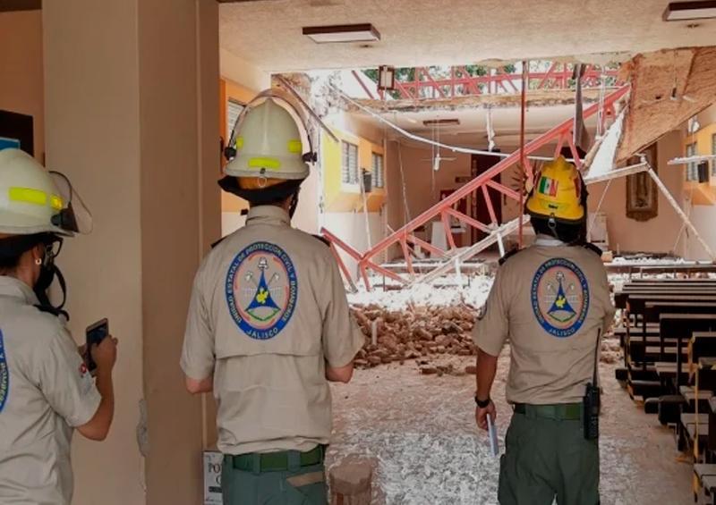 Se desploma techo de una parroquia en Zapopan; hay 9 lesionados