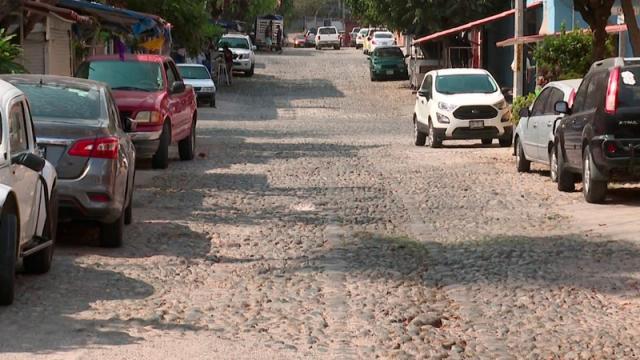 Con baches las calles del centro de la Emiliano Zapata