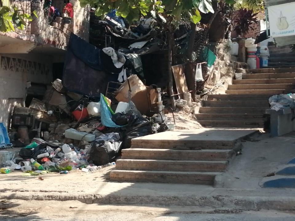 Basura en escaleras