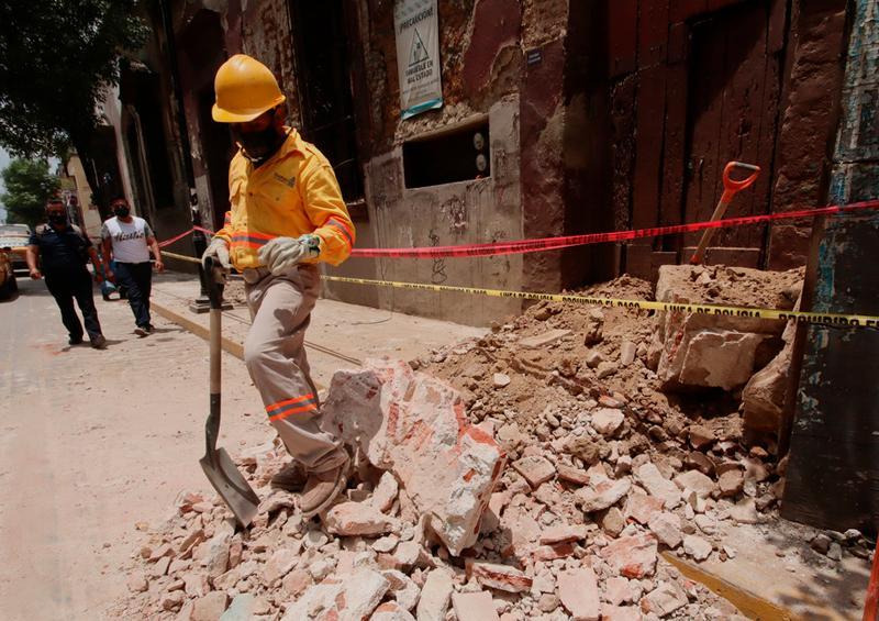 Aumenta a cinco fallecidos tras el sismo de magnitud 7,5
