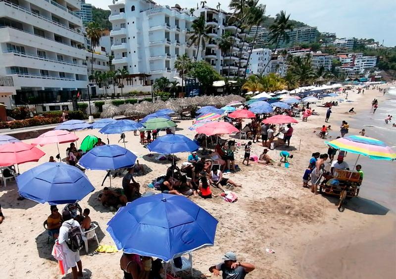 Vallartenses y turistas ¡al fin se van a la playa!