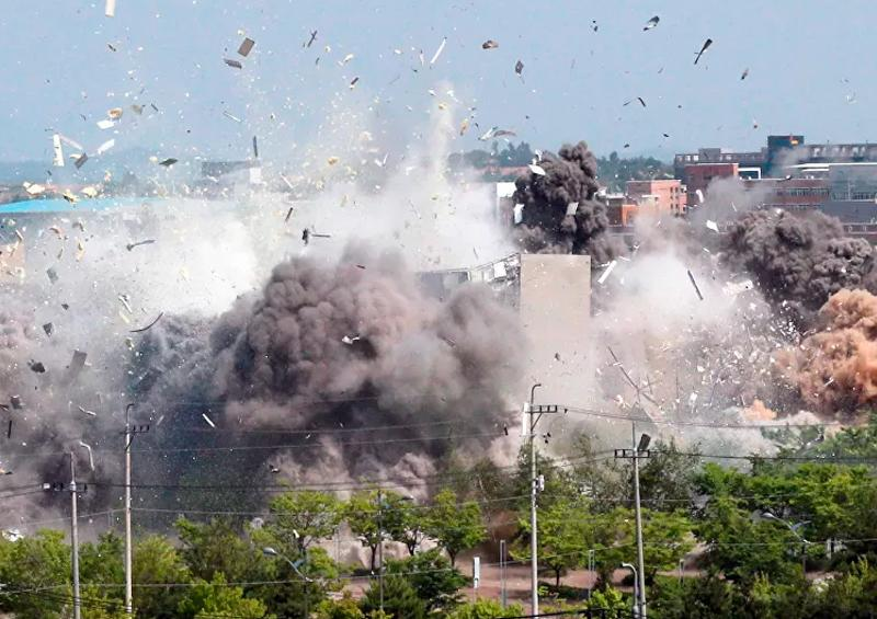 Momento en que Corea del Norte destruyó la oficina intercoreana