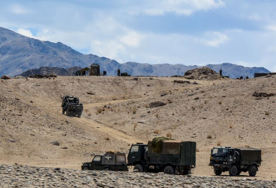 Militares en la frontera entre India y China