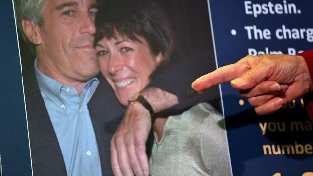 FBI anuncia cargos imputados a Epstein y Maxwell por delitos de tráfico sexual