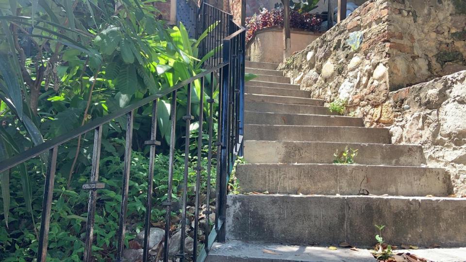 Escaleras de un callejón en Puerto Vallarta