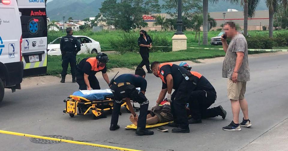 Paramédicos atendiendo a un herido