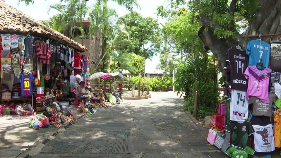 Comercios en la Isla del río cuale