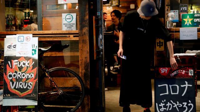 Brote en Tokio-pagarán para que bares no abran