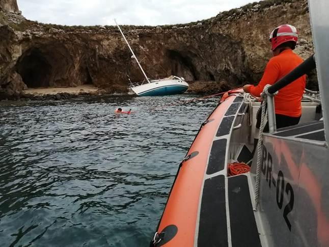 Rescate a un barco encallado en Islas Marietas
