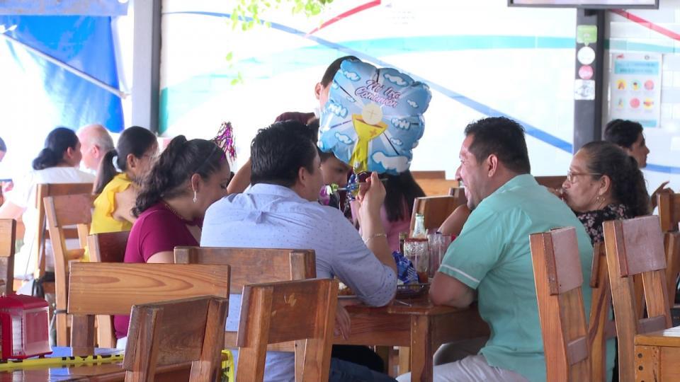 Gente en restaurantes