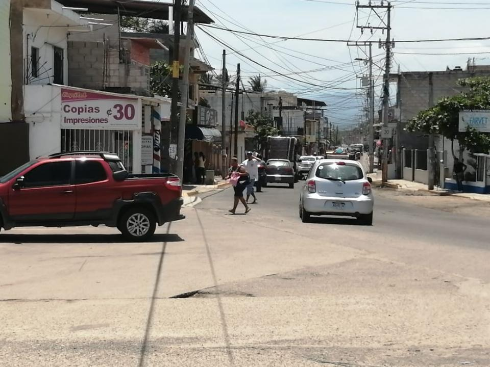 Avenida transitada en San Vicente, Nayarit