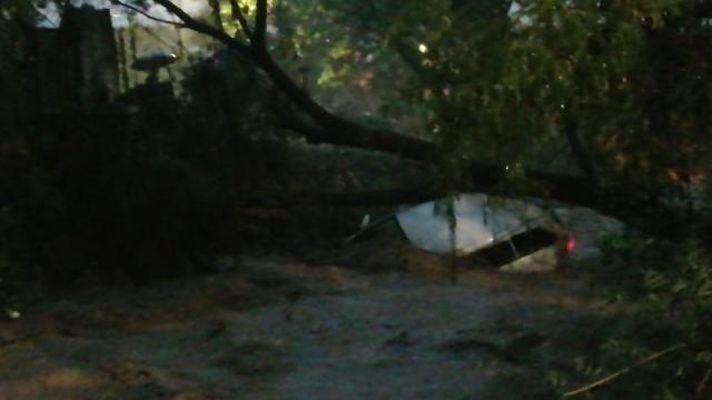 Río arrastra a vehículo en Puerto Vallarta