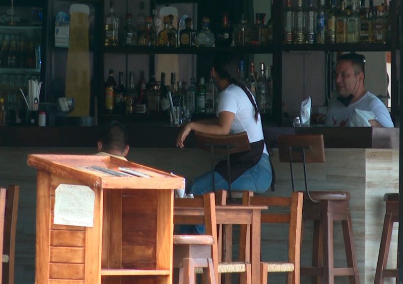 Quejas de reapertura no oficial de bares